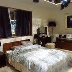 【ただいま放送中!】 水越家のベッドルーム。このダブルベッドに麻也子と航一は寝ております。隣に寝ていても心は離れている・・・ 満たされない麻也子はどうなってしまうのでしょう! ※一部地域を除く #不機嫌な果実 https://t.co/qlgPOA51hj