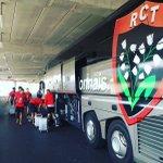 Arrivée des joueurs du @RCTofficiel pour sentraîner sur la pelouse de l @AllianzRiviera ! J-1 #RCTST https://t.co/yL7WCL5QU6