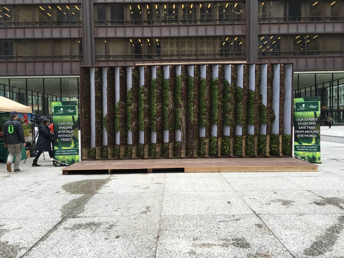It's Arbor Day! Join us in Daley Plaza to see this amazing living billboard made from 9,000+ plants. #treechampion https://t.co/vcakPC9ehq