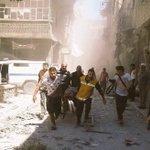 نشطاء: الطيران المروحي يحلق الآن في سماء مدينة #حلب ويلقي ألغام بحرية على منازل المدنيين #حلب_تحترق https://t.co/r8zXgDxC9v