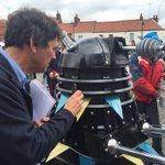 """Les Smith with an unexpected guest for the Tour De Yorkshire 2016 ???????? ???? """"Exterminate""""! https://t.co/fBzueAwnsZ"""