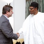 Pres Buhari this morning received in audience the British High Comm to Nigeria, @PaulTArkwright, at the State House https://t.co/BAG0dJZP7g