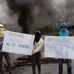De esta manera están esperando a Maduro en #Mérida quién va a inaugurar el teleférico!!! https://t.co/jzuCFGzn8p via @darwynrosales
