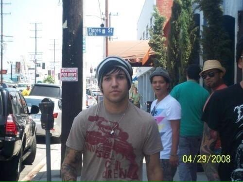 It's bruno mars saw pete wentz day https://t.co/MfCDghOv81