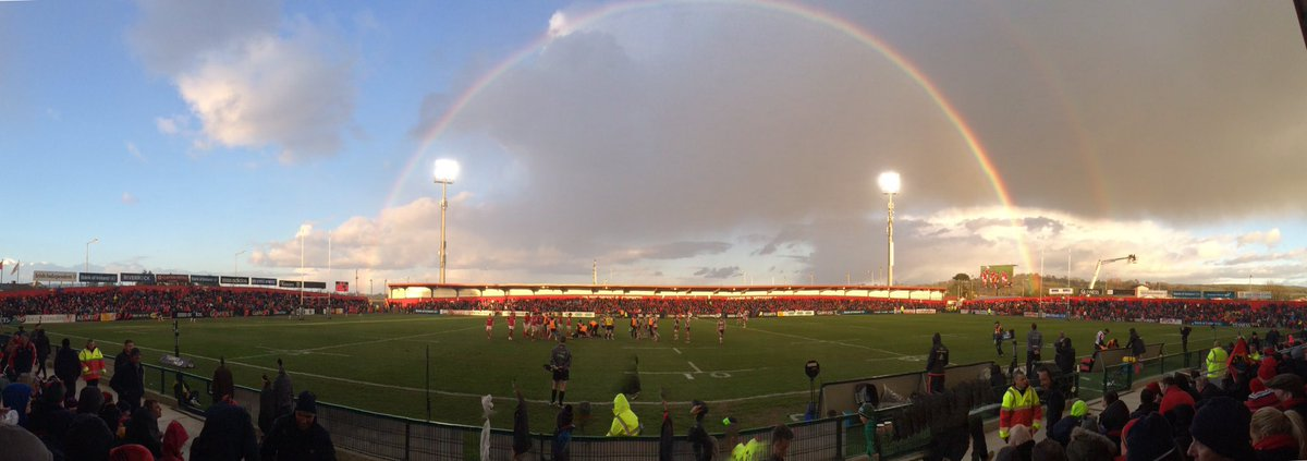 Munster lead at HT. Let's hope there's Champions Cup rugby at the end of the rainbow #MunsterSupport #MunVEdi https://t.co/S95Cd65HMR