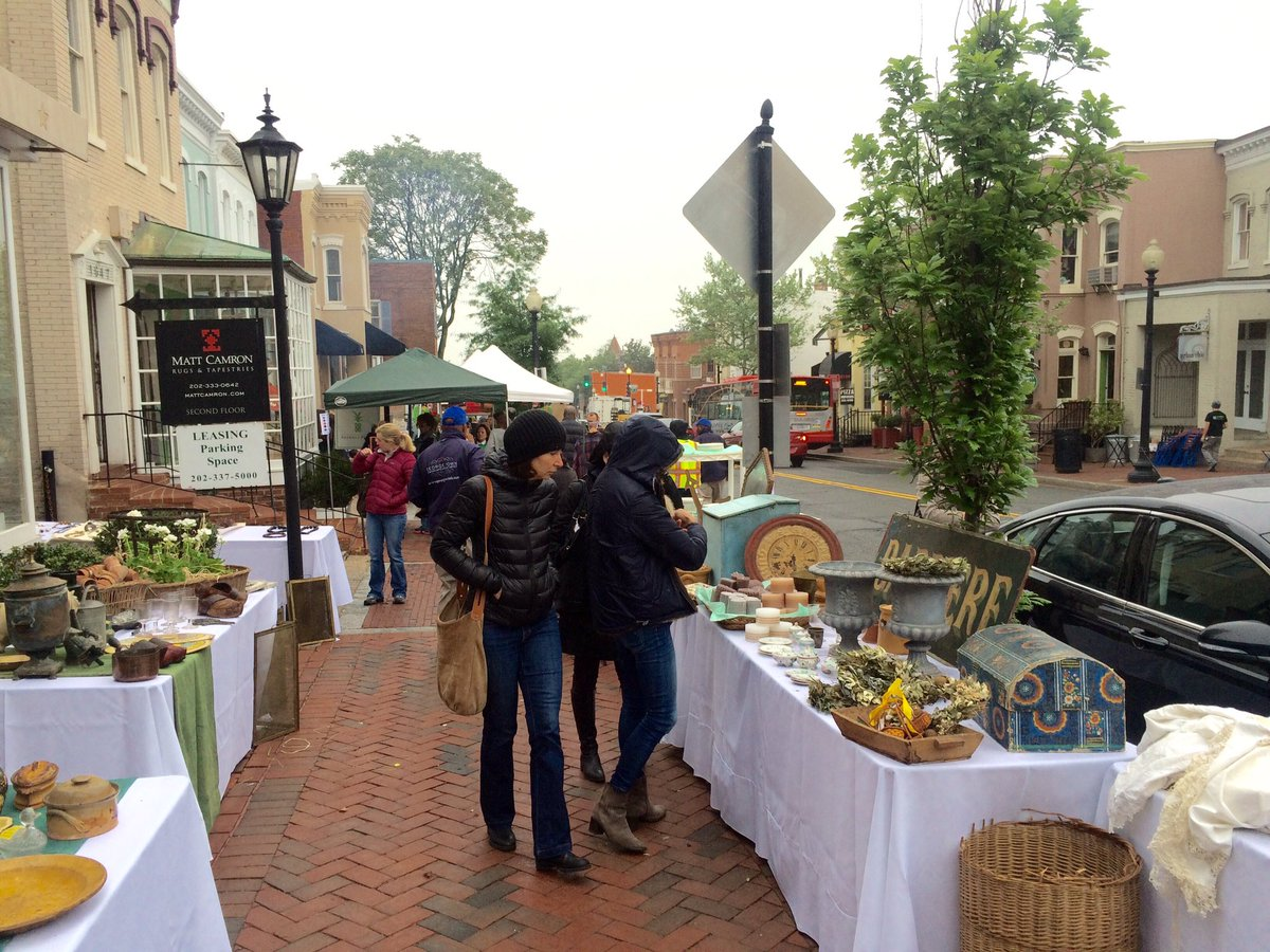 The cloudy skies & drizzle feel like a Parisian spring day! Join us at the #georgetownfrenchmarket today to Sunday! https://t.co/CdM8shvf8I