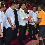 Liga Indonesia Soccer Championship 2016 dibuka dg laga Persipura vs Persija. Maju terus sepak bola Indonesia -Jkw https://t.co/uEUfysI6ks