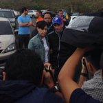 #AHORA Capriles junto a la madre de Leopoldo López esperando para entrar a Ramo Verde https://t.co/fZ21FUFwOg https://t.co/Esf1lUgzuQ