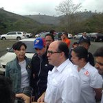 En desarrollo│Ya llegaron a Ramo Verde el gobernador @hcapriles y @JulioBorges para intentar ver a @leopoldolopez. https://t.co/Rh9SxWLSM8