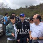 #Ahora @hcapriles llega a la cárcel de Ramo Verde https://t.co/IYVxD7syL2 https://t.co/zRnLfPsSlI