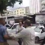 #ÚLTIMAHORA VIDEO: Colectivos chavistas caen a golpes a ChúoTorrealba https://t.co/HIaTtcxA9X https://t.co/1RfWyhTwVU