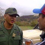 AHORA: @hcapriles espera recoger firma de @leopoldolopez junto a sus familiares y dirigentes de la Unidad #29A https://t.co/vvbdiTkp9g