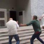 Grupos oficialistas agreden a @ChuoTorrealba durante protesta en Corpoelec https://t.co/occsswXVaG https://t.co/z7cfEomZrh