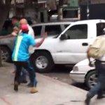 Grupos represivos del gobierno atacan al secretario de la MUD Solidaridad a nuestro compañero y amigo Chuo Torrealba https://t.co/wUFHxL7RFt