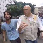 "¡DEPRAVADOS! Militantes del Psuv agreden a Jesús ""Chuo"" Torrealba (VIDEO) https://t.co/TrqbuRDrNz https://t.co/XIucAh94aC"