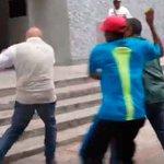 "Vea como ""Chúo"" Torrealba fue agredido en marcha opositora hacia Corpoelec (+ Video) https://t.co/7ZYjAhTydV https://t.co/fGzwRJI8ul"