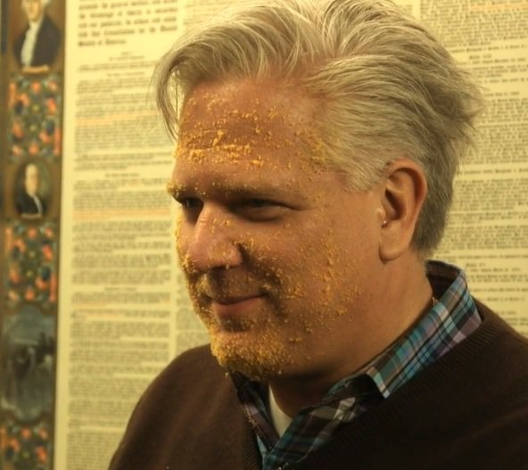 Glenn Beck attempted to mock Donald Trump today for being orange by smearing his face with crushed up Cheetos: https://t.co/QYHBTj4T12