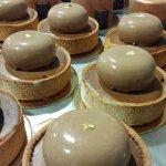 Tartaleta manzana asada, cremoso chocolate,paillete @dazamalaga @Gastronomicae #málaga #pasteleríadaza #artesanos https://t.co/Pr8wSsyi0N
