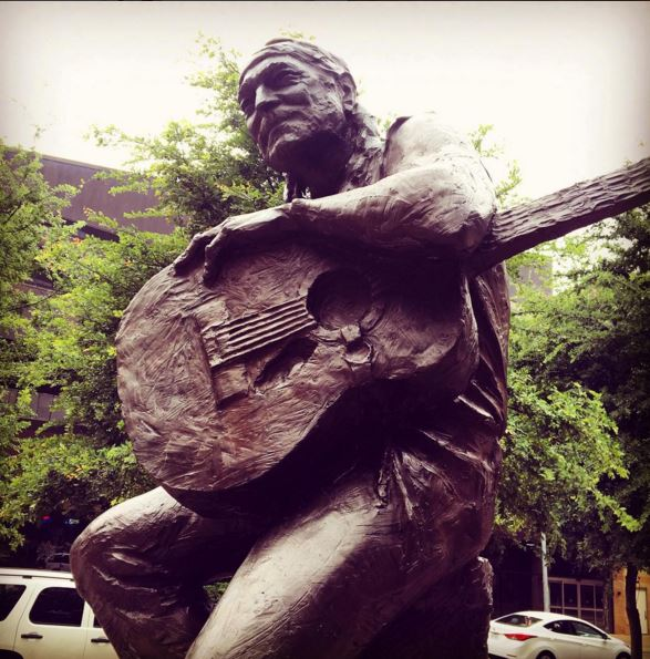 Happy Birthday Willie! So lucky we get to celebrate you every day here in the 2SD! #HappyBirthdayWillieNelson https://t.co/i2hxebUh8y