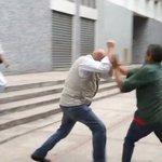 #ViolenciaRoja Oficialistas agreden a @ChuoTorrealba durante protesta en Ccs (Video) https://t.co/7WpOYi53NU https://t.co/Pjl2K5kMhF