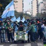 Multitudinaria manifestación de las CGT + CTA contra los despidos y el brutal ajuste del gobierno de Mauricio Macri. https://t.co/FHjcylz7l4