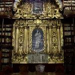 La @BPalafoxiana, tesoro universal de #Puebla. Se encuentra en el interior de Casa de la Cultura (5 oriente 5). https://t.co/QHetXWm0PH