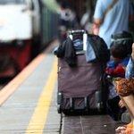 Tiket Kereta Mudik di Tanggal Favorit Tujuan Jateng-Jatim Ludes Terjual https://t.co/aZNriaakMW https://t.co/41InFnuY6S