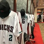 As you guys voted for, the #Dbacks are rocking the home alternate teal uniforms for #DbacksSocial Media Night. https://t.co/FTczik6iJC