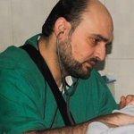 صورة / الشهيد محمد وسيم آخر طبيب أطفال في #حلب أبى ترك الأطفال أن يرحلوا لوحدهم فرحل معهم! #حلب_تحترق https://t.co/466QcMYK30