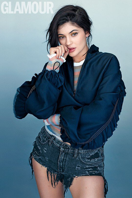 #Spring2016 Crop Pullover with Scallop Neck & Distressed Denim Cut-Off Short worn by @KylieJenner for @GlamourMagUK https://t.co/zOnc0TYLla