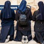 لن يغلق باب مدينتنا فأنا ذاهبة لأصلي راهبات فلسطينييات يصلين عندأحد الحواجزالاسرائيلية بعد منعهن من الصلاة بالقيامة https://t.co/k0opN2afkS