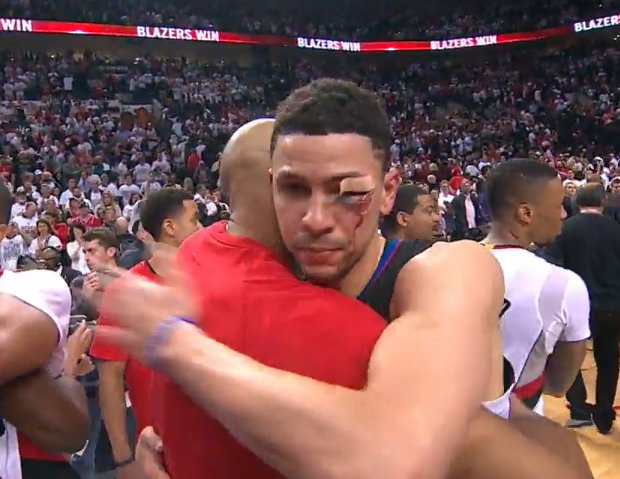 Blazers players showing immense respect to Austin Rivers postgame. Dame talked in his ear for like 20 seconds. https://t.co/xdMOZT2w5Q