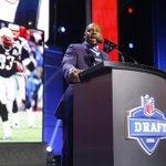 Kevin Faulk made a statement at the NFL Draft https://t.co/rDQwnHvW61 https://t.co/LemjEwJ1Hf