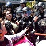 Η ΚΑΘΗΜΕΡΙΝΗ | ΗΠΑ: Επεισόδια και συλλήψεις στη διαδήλωση κατά του Ντόναλντ Τραμπ https://t.co/jFkBnPHZdr https://t.co/LSpratSGd9