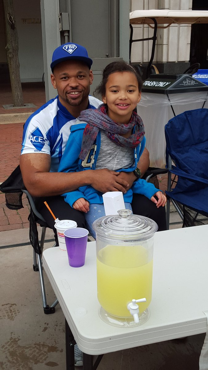 If your @RestonTwnCenter stop by my daughters lemonade stand & make a donation for Ride to Provide. https://t.co/y3Dr1FneRa