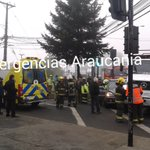 Temuco ,bomberos, Samu y carabineros trabajando en colisión de camión y vehículo menor Aldunate y Caupolicán https://t.co/ezhDQLegqE