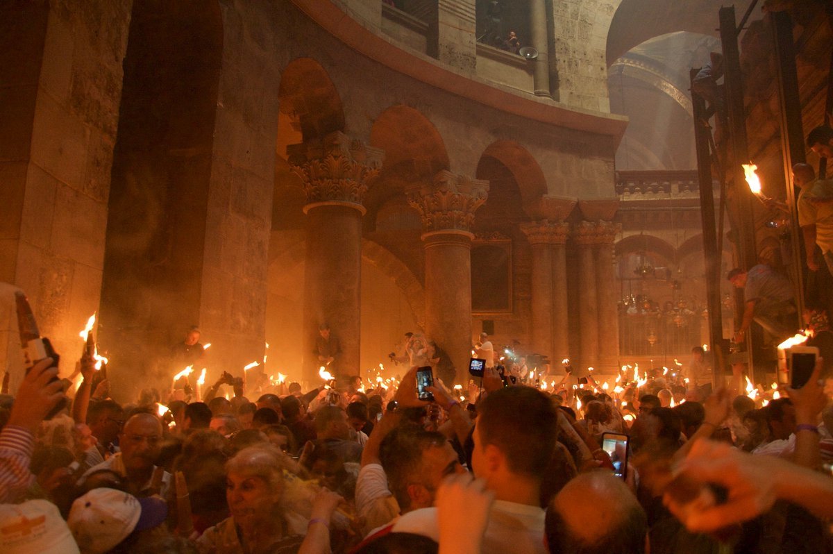 Miracle of the Holy Fire at the Church of the Holy Sepulcher #Jerusalem marks #Easter for #Orthodox #Christians https://t.co/lBBdTPCemT