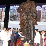 Paid my humble tributes to Chhatrapati Shivaji Maharaj. Spoke on Govt's numerous initiatives for Mumbai. https://t.co/LW72HsVrgg