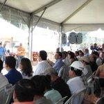 @JuanOrlandoH participó en la entrega de nuevas viviendas para los trabajadores de la maquila.Hoy vivirán dignamente https://t.co/6QScmb2BcJ