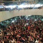 Hundreds of protesters storm Baghdads Green Zone, enter Iraqs parliament [via @reuters] https://t.co/2txI9rVt8R https://t.co/mvdPb1z1dg