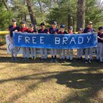 A group of kids carried a #FreeBrady banner during the Natick Little League parade this morning. https://t.co/al2KCEfMVy