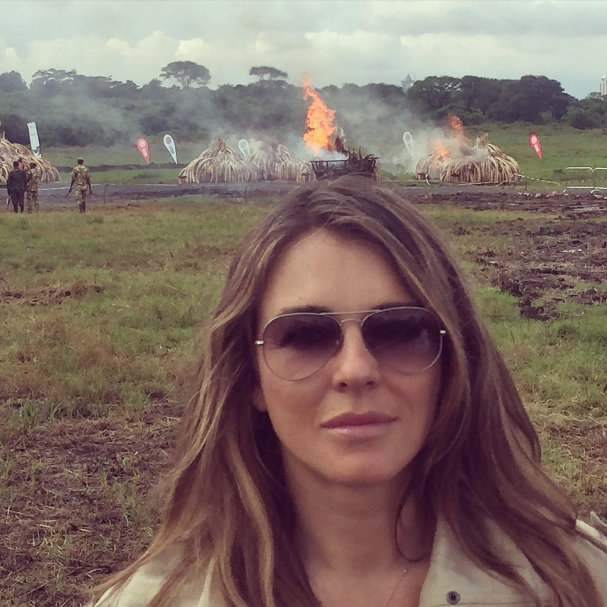 105 tonnes of Ivory & 1.3 tonnes of rhino horn was burnt today. A sickening sight- but one which I fully support. https://t.co/IqIdv0ba3J