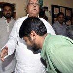 JNU, cleaning corruption by touching Lalujis feet. And the background chorus of Azadi, azadi azadi... https://t.co/aeBSCIAijh