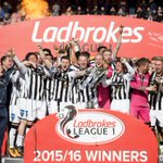 Congratulations to @officialdafc who are presented with the Ladbrokes League 1 Trophy #Promotion ⚽🏆 https://t.co/2ssSy5Aa3W
