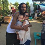 MY MOMS FRIEND MET SNOOP DOGG AT STAGECOACH & HE IS HOLDING HER BABY https://t.co/ZraZmrIZcY