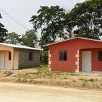 Junto al Pdte. @JuanOrlandoH entregamos primer lote de viviendas a trabajadores de la maquila. https://t.co/KJJbjeGuMs