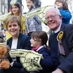 .@NicolaSturgeon with @RHBruceCrawford in high demand this morning in Stirling @StirlingCitySNP #BothVotesSNP https://t.co/GnG7Pb3KMP