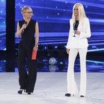 È un'eccellenza della moda italiana, è una superblondie! Oggi in studio ad #Amici15 c'è… Donatella Versace! ???????????? https://t.co/lKxpMW5r9L