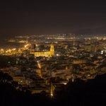 Noches de #Málaga... Foto: @Carloscastro_82 https://t.co/nznKHn6GzQ