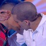 Propongo un limone gay obbligatorio in ogni programma televisivo italiano. PORTA MOLTO BENE #Amici15 https://t.co/tF1pG0IBuF
